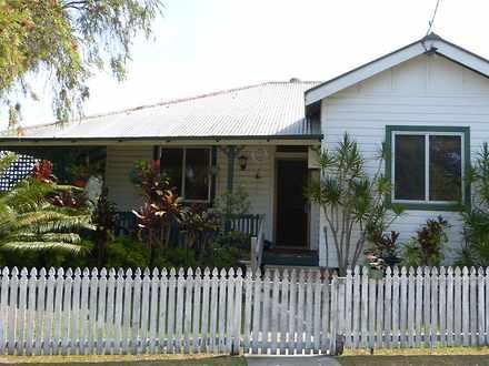 House - 2 Queen Street, Tar...