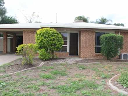 House - 62 Staal Crescent, ...