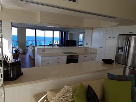 Apartment - Main Beach Para...