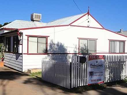 House - 4 Russell Street, L...