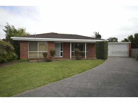 House - 4 York Crt, Traralg...