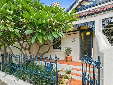 House - 42 Yelverton Street...